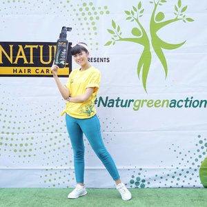 "Earlier today attending #NaturGreenAction ""Peduli Alam"" with @backtonatur It's so FUN there are zumba performance, hair check, photo booth, games & craziest doorprizes!.So let's #BackToNatur 😘.#NaturGreenAction #BackToNatur #KuatDariAkar #Clozetteid #potd #style #lifestyle #ootd"
