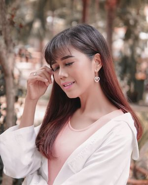 More smiling, less worrying. More compassion, less judgment. More blessed, less stressed. More love, less hate. Roy T. Bennett . Love earring @wearring.id .  #quotesoftheday #ClozetteID #POTD #lifestyle #style #beauty #makeup