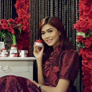 Pond's Age Miracle Wrinkle Corector 24 jam non-stop samarkan kerutan lebih cepat dan tampak muda becahaya dengan kandungan Retinol C-Complex sebagai bahan aktif anti-aging 💋  #ponds #pondsindonesia #KekuatanNonStop #potd #motd #makeup #clozetteid #clozette #clozetteambassador #bestoftheday #lifestyleblogger #bloggerslife #blogger #beautyblogger #beautybloggerid #beautybloggerindonesia #indonesianbeautyblogger #IndonesianFemaleBloggers #bestoftheday