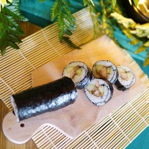 Perdana aku bikin sushi di event how to make good quality take-away food bersama cheff Lycky Andreono dan memang masak adalah salah satu hal yang menyenangkan..Sebagai orang tua aku pastinya ingin menyajikan hidangan makanan sehat dan praktis untuk keluarga. Yup kemasannya juga biar praktis bisa pakai styrofoam yang pastinya juga aman untuk menjaga kesehatan makanan dan ramah untuk lingkungan. Mau tau fakta dan manfaat lainnya? Tunggu di postingan blog aku ya 😉.#KemasanMakananStyrofoam#StyrofoamAman #ClozetteID #style #lifestyle