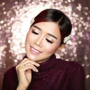 Yuhuuu... jadi ini adalah photo teaser dari Video Youtube aku nanti. Make up look ini, hanya menggunakan rangakaian #nudeSlay @lakmemakeup aja lho...😉 . Next aku akan kasih tau juga video teasernya, siapa yang udah gak sabar dengan video One brand makeup @lakmemakeup dari aku? Tungguin di feed aku yah!😘 . #NudeSlay #InstantGlam #BeautyJournalxLakme #makeup #beauty #tampilcantik #ragamkecantikan #clozetteid #LakmeMakeUp
