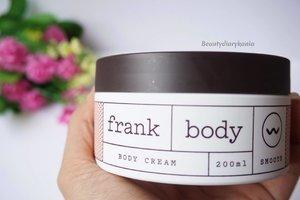 Ritual sebelum bobo cantik aku mengunakan @frank_bod Body cream dari @benscrub pada seluruh tubuh biar bangun pagi kulit tetap lembab, halus, sehat dan wanginya bikin tidur puleees *emang dasar ngantuk juga siy hahaha Tunggu reviewnya di blog aku ya... Eits ada lg produk dari @benscrub yang recommended dan worth it untuk dipakai. Stay tuned!   #beauty #blogger #beautyblogger #beautybloggerid #indonsianbeautyblogger #skincare #benscrub #bodycream #clozetteid #potd #fdbeauty