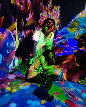 Weekend kali ini pada kemana? Bagi yang masih bingung main aja ke @futureparkjakarta di Gandaria City. .Kemarin seru banget kita sekeluarga main ke #FutureParkJakarta . Didalamnya merupakan paduan antara karya seni, ilmu pengetahuan, teknologi, desain, dan alam..Ada 5 instalasi digital yang memiliki pengalaman uniknya masing-masing.1. Animals of Flowers, Symbiotic Lives. tersapat bunga-bunga bertunas, mekar, menyebar, dan menghilang. Ketika kita menyentuh binatang, bunga-bunga akan menyebar dan binatang akan menghilang.2. Graffiti Nature: Lost, Immersed and Reborn, satu ekosistem seni yang berisi karya seni yang digambar oleh pengunjung.3. Sliding through the Fruit Field, yakni tempat meluncur dimana buah-buahan bertumbuh.4. Sketch Aquarium: akuarium raksasa di mana hasil karya yang kita warnai menjadi hidup dan bisa berenang serta bereaksi terhadap sentuhan.5. Light Ball Orchestra : bola-bola cahaya yang bisa menggelinding berubah warna dan suara..Pastinya bukan cuma anak-anak yang happy bermain di dalamnya tetapi juga orang dewasa akan tenggelam dalam suasana yang menyenangkan. Jadi tunggu apalagi weekend nanti ke Future Park Jakarta aja 😆.Thank you @inkemarisassociates for having us 💗📸@dennyirawanphotos#lifestyle #style #clozetteid #potd #futurepark #teamlab