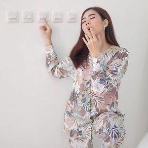 Ootd matiin lampu😴 . Chic pajamas @daluna.id . #ClozetteID #ootd #lifestyle #style #pajamas #fashion