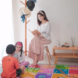 Others things may change us,.But we start and end with the family❤️ cause Family where life begins and love never ends💋.In one frame with @folkaland #SekotakCinta #BersamaLokalEarrings @shopkagumiHeadband donut @littleloves.idWooden toys @wooddo.idReed diffuser @javabotolNotebook @alangka.idFabric softener @pureco.incKarpet ular tangga @toys.surabayaAll review on my IG stories😍.#clozetteid#family#quotes#lifestyle#style#parenting#parentinghood