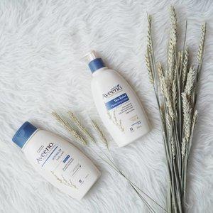 Seneng bangeeet saat tau kalau rangkaian produk skincare terkemuka dari AS @aveeno_id resmi masuk Indonesia. Produk ini diformulasikan dengan colloidal oatmeal yang mampu melembapkan dengan tahan lama, menyejukkan, membersihkan dan melindungi serta menjaga pH kulit agar kulit tetap sehat alami..Ketika hadir kemarin di acara AVEENO Blogger Gathering aku cobain produk AVEENO Skin Relief yang dikhususkan untuk kulit sangat kering dan sensitif. Aku suka nih dengan produk yang tanpa pewangi karena pastinya aman untuk kulit kering sensitifku. Sampai dirumah aku cek ternyata kulit masih terasa lembap dan halus. So... It's definitely RECOMENDED!.Produk AVEENO juga ada yang Daily Moisturizing untuk kulit normal, nah buat para mom yang punya si Kecil jangan khawatir ada AVEENO baby Care untuk bayi dan balita. Kemarin aku juga belajar buat Wax Freshener yang seru banget trus happy pas udah jadi buatan aku mayan lah gak gagal2 amat trus wangiii... jadi pengen ciumin mulu 😁.Oya kalau kalian mau beli bisa ke @guardian_id ada diskon 20% loooh lumayan banget kaaan apalagi kalau beli 2 produk bisa dapet pouch cantik. Jadi cuss belanja sekarang!.#aveeno#aveenoid #aveenoxguardian #aveenoskinjourney #aveenobaby #Clozetteid #lifestyle #Style #skincare #potd