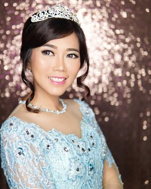 👸lagi nungguin 🤴 berkuda datang � . 👗👑 by @mj_makeup_bridal Makeup by yours truly 💋 . #makeup #clozetteid #POTD #style #lifestyle
