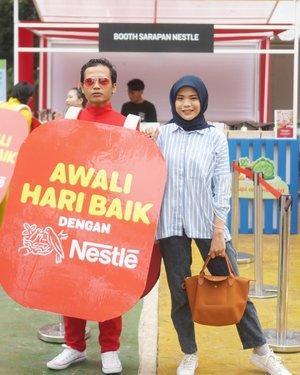 Awali Hari Baik dengan NestleSiapa diantara kalian yg masih sering melewatkan sarapan?Sarapan itu penting bgt ya utk mensupply energi kita seharian saat beraktifitas.Bicara soal sarapan, ternyata 76% orang Indonesia mengaku belum mengonsumsi menu makanan bergizi seimbang saat sarapan. Wah, jangan2 aku atau kalian termasuk salah satunya nih!That's why, Hari ini, Nestle hadir di Taman Menteng, Jakarta utk mengajak kita semua supaya giat menerapkan gaya hidup sehat.Jangan khawatir karena Nestle memperkenalkan prinsip ABC yg mudah diingat dan diaplikasikan, yaitu: 🥦 A~ Atur Porsi utk memastikan jumlah asupan makanan cukup -tidak berlebih dan tidak kurang- sehingga mendukung aktifitas setiap hari. 🍉 B~ Baca Label kemasan makanan utk memperhatikan kandungan gizi dan cara penyajian sehingga membantu masyarakat agar memahami produk yg dikonsumsi & dpt menikmati manfaat produk secara maksimal. 🥛 C~ Cukup Asupan Gizi yg sesuai dg kebutuhan tubuh dg mengonsumsi beragam jenis makanan.Swipe left for details 🥰🥰🥰#awaliharibaik@sahabatnestle........#cicidesricom #travelnesia #nestle #sarapanbaikdengannestle #awaliharibaikdengannestle #momvlogger #clozetteid