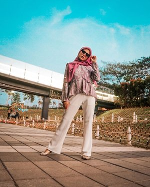 Have a good day ❤️ I'm in a good silent mood with millions recipe.................................................#cicidesricom #hijabstyle #hijabfashion #fashionblogger #fashionista #streetphotography #clozetteid #hijabinspiration #hotd #ootd #kulotpants