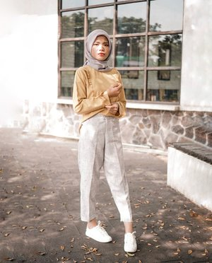 Everybody is nicer to me when I'm in yellow. Cam......................................................#cicidesricom #travelnesia #ootd #hotd #fashionaddict #fashionblogger #fashionable #hijabstyle #hijabstreetstyle #hijablook #outfitsideas #outfittoday #clozetteid #theinsider #lifestyle #bloggerlife #influencer