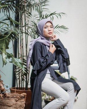 Indahnya kebersamaan dalam kesederhanaan. Bener banget ya, bertemu teman lama, kawan kecil, sahabat seperjuangan itu bisa memberikan semangat baru. Jadi bisa belajar banyak dari suka duka mereka..........................#cicidesricom #travelnesia #hotd #ootd #hijablook #hijabstyle #hijaberindonesia #hijabfashion #hijabtutorial #clozetteid #ramadan2019