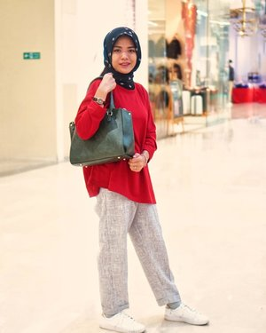 Happy monday, wish you in good mood today 🥳..........#cicidesricom #clozetteid #hijabstyle #hijabstreetstyle #hotd #ootd #outfitideas #casualstyle #hijabtutorial #hijabfashion #fashionblogger #fashionaddict #fashionanble #outfittoday #hijaboftheday #hijabcasual