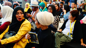 Para peserta yang semakin sore semakin memadati area Piaza Gandaria City Mall. Tak hanya Fashion Designer yang hadir sore ini namun juga hampir semua kalangan penikmat fashion seperti hijabers turut berantusias menyimak setiap Talkshow di #JMFW .Yuk, malam mingguan di Jakarta Modest Fashion Week 2018. Eits, ada bazaar juga loh dengan banyak discount tentunya....#JMFW #JMFWTalkshow @modestfashionweeks @markamarieofficial @thinkfashionco @bloggercrony ..#cicidesricom #clozetteid #cidesupdate