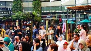 Dari kemarin sebenarnya udah gak sabar hadir di acara ini namun karena lagi gak fit jadi Alhamdulilah banget hari ini bisa datang dan bertemu dengan banyak orang yang menginspirasi..Yups, #JMFW Jakarta Modest Fashion Week 2018 yang digelar selama 4 hari di Gandaria City..Sudah berlangsung sejak Kamis lalu dan besok adalah acara penutupan JMFW. So, don't miss it guys. Mumpung digelar di Jakarta, yuk datang kesini...@modestfashionweeks @markamarieofficial @thinkfashionco @bloggercrony..#JMFW #JMFWTalkshow #JMFWFashion..#cicidesricom #clozetteid #cidesupdate