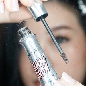 Ngalis yuk !.💟 Steps :- sisir alis dengan spoolie sesuai dengan arah rambut alis.- bingkai alis dengan pensil alis mulai dari bagian depan.- fill the brows / isi bagian alis yang kosong.- blend dengan spoolie untuk hasil yang natural.- gunakan mascara brow untuk mempertegas rambut alis ( option ).- rapikan alis dengan concelear menggunakan flat brush..Product used : @wardahbeauty eyebrow pencil in brown.@benefitindonesia gimme brow mascara.@revlonid photocandid concelear. ....#IVGbeauty #ragamkecantikan #tampilcantik #clozetteid  #zonamakeup #bunnyneedsmakeup #theshonet #theshonetinsiders #wakeupandmakeup #eyebrowhacks #beautyhacks @clozetteid @ragam_kecantikan @tampilcantik @indovidgram @zonamakeup.id @wakeupandmakeup @bunnyneedsmakeup