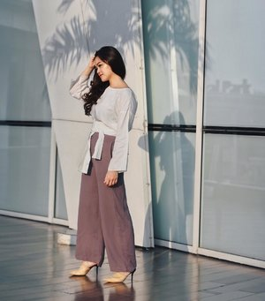 A minute before the Sun goes down | Wearing pants by @saptodjojokartiko for @havaid #SaptoforHava Capsule Collection 💜 #HavaIndonesia #weshopatvelvet #tiffstylediaries
