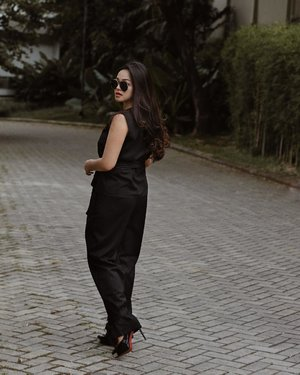 Another gloomy days  Wearing pants from @missechic  #tiffstylediaries