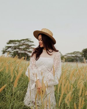 Forever summer girl 🌾 I'm wearing one of my favorite @keepsakethelabel dress that I rented from @styletheoryid ✨ You can rent the same dress as mine, or explore more designer collections at http://bit.ly/STxTiffaniKosasih or click the link in my bio! #womenofstyletheory #styletheoryid