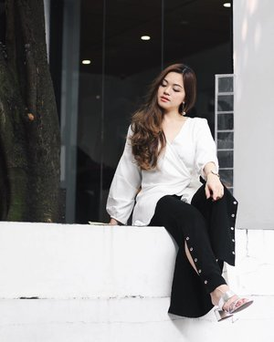 Daydream' in monochrome | top by @nabo_official and pants by @cloth_inc  #tiffstylediaries #iwearclothinc
