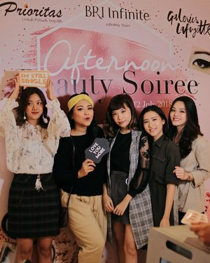 Earlier today, at #BRIBeautySoiree with @clarinsclub.id and the gurls 💕 I had so much fun with the games, trying out some of the best-selling @clarinsofficial products, also got to learn new knowledge to take care of my skin and prevent the stretch mark from now and then! Btw @mariaistella kode keras nih? Hahaha . . 📸: @joonbond