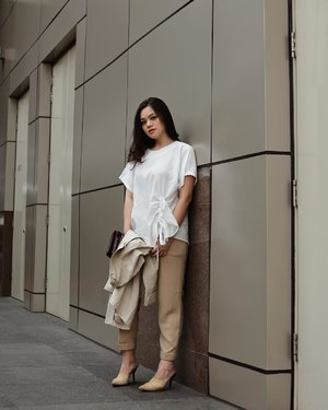 Back in my neutral uniform, wearing top from @shopataleen #aleenlook