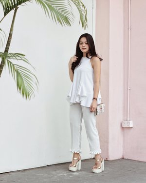 Sweet white on white look, with a lil hint of pink 🌸 #tiffstylediaries