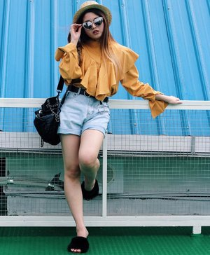 Don't matter what other people view of you, matter on how you view yourself ☀️ #AvgalDressUp • • • • • • • • #clozetteID #fashionblogger #potd #ootd #airportootd #medanbeautygram #l4l #veronycastylediaries #lookbookindonesia #ootdindo #followforfollow #blogger #likeforlike #vsco #vscocam #wiwt #outfitinspo #ootdmagazine #indonesia #photography #fblogger #fashionstyle #indofashionpeople #streetstyle #styleblogger #ggrepstyle