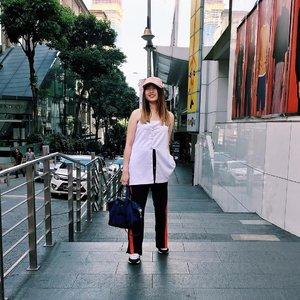 Downtown 🇲🇾 • • • • •📸: @nathaniachang • • • • • •@lookbookindonesia @ootdindo #clozetteID #fashionblogger #potd #ootd #airportootd #medanbeautygram #l4l #veronycastylediaries #lookbookindonesia #ootdindo #followforfollow #blogger #likeforlike #vsco #vscocam #wiwt #outfitinspo #ootdmagazine #indonesia #photography #fblogger #fashionstyle #indofashionpeople #streetstyle #styleblogger #ggrepstyle #streetstyle #ggrep #veronycatraveldiaries #AVGALDressup