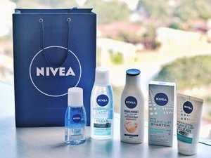 Review soon on the blog 😉 ! It's on my list for one of the best makeup remover i've tried. @nivea_id has just launched their Nivea micellar water and Nivea double effect eye makeup remover, not gonna lie but make sure you check out my blog, once its posted ☺�😉 - Huge thank you to @nivea_id and @medanbeautygram for the hampers �� • • • • #cleansedbynivea #niveaxmedanbeautygram #medanbeautygram #nivea #beautyblogger #veronycabeautydiaries #clozetteid