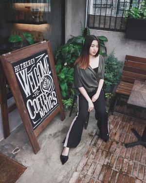 Is never too late to try new style 🥦😅(even if i look older here 🙂) #VeronycaStyleDiaries • •📸 : @bryanjoenathan • • • • • • • #clozetteID #fashionblogger #potd #ootd #airportootd #medanbeautygram #l4l #lookbookindonesia #ootdindo #followforfollow #blogger #likeforlike #vsco #vscocam #wiwt #outfitinspo #ootdmagazine #indonesia #photography #fblogger #fashionstyle #indofashionpeople #streetstyle #styleblogger #ggrepstyle #streetstyle #ggrep