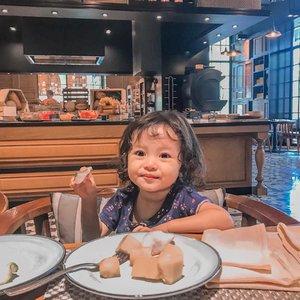 Jangan lupa makan siang ges... 🥗(Udah mo bilang gitu ajah)#kesayangan #mysecondborn #babygirl #babysister #instababy #babyofinstagram #babygirlstyle #babylove #loveofmylife #clozetteid #raneyshailiana #secondlove #secondborn #babygirl #littlesister #babygram