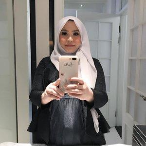 Baru kali ini pake make-up lengkap 😆 Makasih mba @rinasyamira aku sampe pangling 😆❤️ . . #pregobelly #bathroomselfie #recomendedmua #pregnancyphotoshoot #pregomom #clozetteid