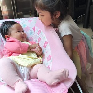 You made me smile and brighten my day 💕🌈👶🏻❤️👧🏻..#raneiratsuraya #raneyshailiana #siblinglove #sibling #firstlove #firstborn #secondborn #secondlove #sisters #instasister #sisterofinstagram #sisterlove #clozetteid #sisterforever #loveofmylife #sistertime
