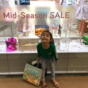 Let's shop, till Abah drop 😂💚..#raneiratsuraya #kidsgram #instakids #instakidsfashion #kidsofinstagram #kidsstyle #toddlergram #instatoddler #toddlergirl #toddlerfashion #toddlerstyle #toddlerfun #fashionkids #kidsootd #clozetteid #firstborn #firstlove #sistertobe #sistertobesoon #toddlerslife #toddleryears