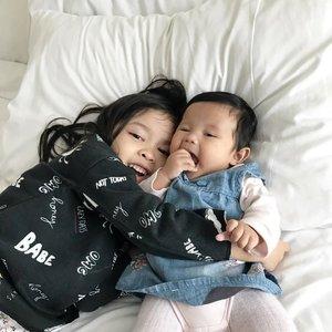 Barangsiapa yang mengasuh dua anak perempuan hingga dewasa maka ia akan datang pada hari kiamat bersamaku. (Anas bin Malik berkata : Nabi menggabungkan jari-jari jemari beliau). (HR Muslim 2631)..#sisterhood #sibling #sister #raneiratsuraya #raneyshailiana #firstlove #secondlove #clozetteid #sisterlove #bff #instasister #sistergram #sisterrules #sisterforlife #momoftwo