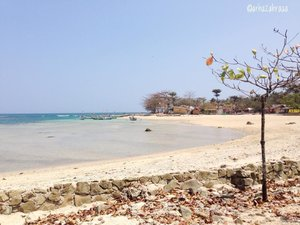 Keluar penginapan view nya langsung seindah ini. Gimana gue gak bahagia coba? 😫🌊Thank you for the best views, Sukabumi, especially Ujung Genteng! I'll be back, as soon as possible. ✨.#zahratheexplorer #exploresukabumi #exploreindonesia #beachlife #clozetteid