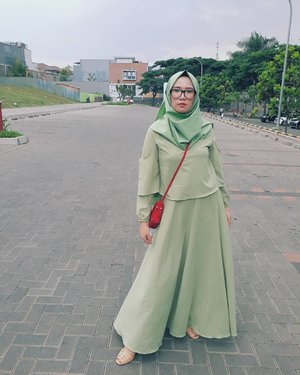 Friday 😍Dress by : @qamari.id...#clozette #clozetteid #clozettehijab #ootd #dressmuslimah