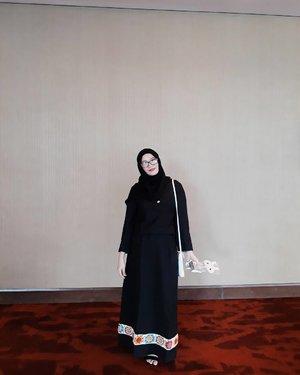 H-3 menuju 2018 ❤❤❤#clozette #clozetteid #fashion #blackonblack #hijab