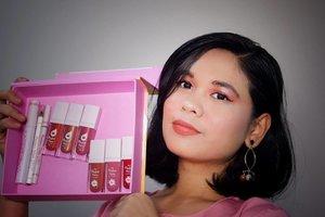 Salam pipi gembil! . Jadi seminggu yang lalu itu aku mendapatkan paket dari @fanbocosmetics yang isinya produk makeup terbarunya. Ada maskara, pensil alis, eyeliner, dan lip & cheek + lip & eye. Senangnya itu bikin aku kepengen main-main makeup lagi 😁. . . Dan ini deh hasil makeupku menggunakan produknya (jelas gak sih?), untuk review dan video amatir menggunakan produk ini akan ku uplod besok ya. . @beautyfeat.id . #fanbocosmetics #fanbo2in1produk #fanboeyebrownaturalgray . #beautyenthusiast #beautyjunkie #makeupjunkie #beautybloggermakassar #BeautyContenCreator #BeautyContenCreatorMakassar #MakassarBeautyGram #MksBeautyGram #beauty #selfie #makeup #clozetteid #clozette