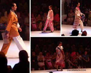 "FEMME & CBFW 2019, The Future of Culture memang telah berakhir di hari Minggu tanggal 7 April kemarin. Tapi cerita tentangnya baru terposting di HONEYSUCKLE 🌸 (dwiananta.com) dan akan terus terupdate sepanjang April ini...Ini adalah rancangan bertema Cross Culture antara Jepang-Makassar yang dirancang oleh @steventach Yang adalah 16outfitsbertajuk, ""Kearifan Lokal, Gaya Global"", yang berarti memurnikan kain tradisonal dengan gaya yang canggih. Koleksi dari @fashunica ini memadukan desain kontemporer dan kain tradisional, juga dipermanis dengan dekorasi aksesoris. Kain tradisional yang digunakan tentu saja adalah kain sutra motif khas SulSel..Menggunakan banyak bahan yang bertekstur dan dikombinasikan dengan bahanaesthetic shape. Steven Tach sendiri saat konfrensi persnya mengakui inspirasinya selain dari kimono juga kerap berasal dari alam. ""Sebuah kurva organik yang alami dengan kombinasi yang sangat indah.""..Untuk cerita lengkap mengenai Opening Ceremony Femme 2019 sudah bisa kalian baca di dwiananta.com ya 😊. #fashion #bloggerlife #lifestyleblogger #fashionshow #clozetteid #clozette #dwianantablog #HONEYSUCKLE #steventach #fashunicafashionshow #fashunica #Femme2019#CBFW2019#TheFutureOfCulture#AprilKeMakassar#berbudayaitukeren#fashion #beauty #fashionshow #events #exhibition #runway #models #designers #makassarevent #makassarinfo #makassar #exploremakassar #visitsulsel #pesonaindonesia"