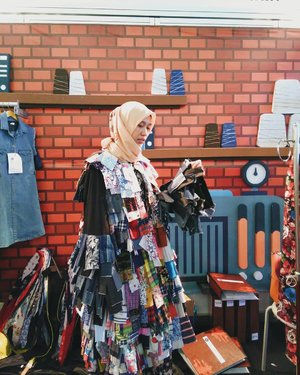 I'm in love with this cloth even its not truely cloth that we can wear in truely life...but you know that love is blind#latepost from #muffest2018#vsco #vscocam #instagood #instagram #ootd#hotd #dailyhijab #hijabootdindo #lookbook #lookbookindonesia  #lookbookhijab  #hijabfashion #modelhijaber #hijabfeature_2018#instahijaber #diaryhijaber #hijaberkece #modelhijaber #clozette #clozetter #clozetteid
