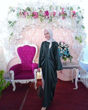 So in Love with the green..Outfit for @nurasma828 bridesmaid..Style : @bydillawiranty 📷 : @el_vinasari #instahijaber#diaryhijaber#hijaberkece#kebayaoutfit#ootdhijabindo #modelhijaber#ootd#hotd #dailyhijab#hijabootdindo #lookbook #lookbookhijab #hijabfashion##########drappingdress #abaya #kebayamuslim #instagood#bridesmaid#hijabfeature_2018#clozetter#clozetteid