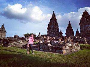 Kamu dimana sih bgKok ga nampak nampak dari aku lahir sampe sekarang #prambanan#candiprambanan#prambanantemple#akujalanjalanloh#travelrack#ayodolan#folkindonesia#exploreindonesia#explorejogja#jogjajateng#jogjaku#dolanjogja#keluarbentar#indotravellers#INDOTRAVELLERS#indonesiantraveler_#parapejalan#mainsebentar#kerengan#indonesiajuara#indonesiapradise#wonderful_location#indonesia_photography#thisisindonesian#wonderful_places#bestvacations#livefolkindonesia#instagram#clozette#clozetteid