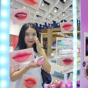 Last weekend I visited @laneigeid store at Senayan City. It was my first time visiting and I am amaze by how cute and attractive the store is. I took #mirrorselfie with my #sparklingsquad friends because the mirror is so cute! You can adjust the Light color through the iPad attached beside the mirror.Don't forget to touch up with Laneige Layering Cover Cushion before taking pictures! It is the best cushion I ever tried. So smooth with a good coverage and concealer attached to it too. My shade is n23 sand...#sparklemyway #popbelaxlaneige