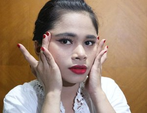 Aku team BOLD gengs, so aku nge-Recreate makeup bold pala pusingnya riri Definesmexastariri@purbasari_indonesia@purbasarimakeupidProducts used:Foundation Loreal True Match N7Lipstick Matte Aura cosmeticsLiquid liner PurbasariBrow liner Purbasarieyelash no2 PurbasariEyeshadow Maybelline#beautyblog #makeuptutorial #style #ootd #clozetteid #looklikeaprincess #princess #fashionblogger  #instafashion #beautiful #ootdmagazine #fashioninspo  #headeache #blingbling #trendy #jewelryaddict #bloggerstyle #makeup