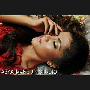 Shining and stunning.....💋💄 .  #mua #makeupaddict #makeuplover #makeupartistjogja #makeupwisudajogjakarta #riasbridaljogja #mua #muaindonesia #muajogja #MUAWorld #makeupJogja #MakeUpIndonesia #MakeUpWorld #Indonesia  #PhotoProduct #HairDo #AsyaMakeupStudio #MakeUpBridal #makeuplovers  #makeupartist #makeuptalk #makeupbyme #makeupoftheday #clozetteID #InstaMagAndroid #makeupwisuda #wakeupandmakeup #makeupartisindonesia #muafinder