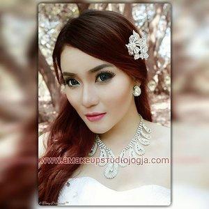 Beaυтy мaĸeυp.... #mua #makeupaddict #makeuplover #makeupartistjogja #makeupwisudajogjakarta #riasbridaljogja #mua #muaindonesia #muajogja #MUAWorld #makeupJogja #MakeUpIndonesia #MakeUpWorld #Indonesia  #PhotoProduct #HairDo #AsyaMakeupStudio #MakeUpBridal #makeuplovers  #makeupartist #makeuptalk #makeupbyme #makeupoftheday #clozetteID #InstaMagAndroid #makeupwisuda #wakeupandmakeup #makeupartisindonesia #muafinder