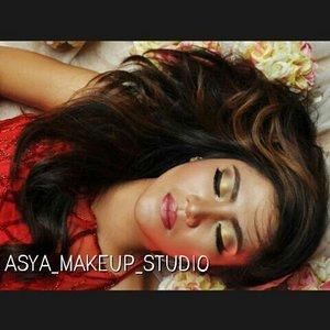 I'm gonna Tell  you what kind of product that i used.... For this shining makeup I'm using Sunkissed from @citycolor this stuff I get from @makeupuccino  Flawless isn't it..?? 💋💄 #mua #makeupaddict #makeuplover #makeupartistjogja #makeupwisudajogjakarta #riasbridaljogja #mua #muaindonesia #muajogja #MUAWorld #makeupJogja #MakeUpIndonesia #MakeUpWorld #Indonesia  #PhotoProduct #HairDo #AsyaMakeupStudio #MakeUpBridal #makeuplovers  #makeupartist #makeuptalk #makeupbyme #makeupoftheday #clozetteID #InstaMagAndroid #makeupwisuda #wakeupandmakeup #makeupartisindonesia #muafinder  #endorse