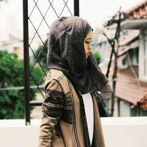 Bahagia adalah milik mereka yg bangga menjadi dirinya sendiri, tanpa mencemaskan apa yg dipikirkan orang lain tentangnya. #pepatah#hijab #hijabi #candid #canon #quotes #quote #katabijak #filter #instagram #like4like #follow4follow #latepost #clozetteid #igers #igaddict #instamood #instacool #instadaily #gadihminang