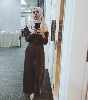 "Sabar tak semudah ketika seseorang berbicara ""sabar ya"". #katabijak #hijabi #hijab #hijabers #selfie #myself #brown #dress #jumpsuit #vsco #vscocam #vscolove #vscogood #vscogram #like4like #follow4follow #gadihminang #hijabersminang #igers #igaddict #instagood #instagram #clozetteid #nzrrni"